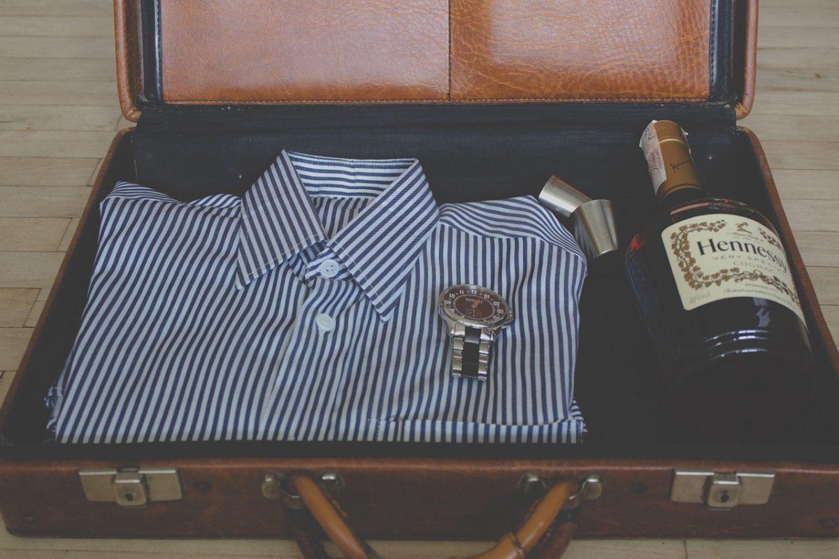 Qué debe incluir la maleta de un hombre en verano