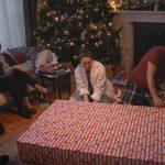 Adultos que se convierten en niños: es el anuncio de Samsung para esta Navidad