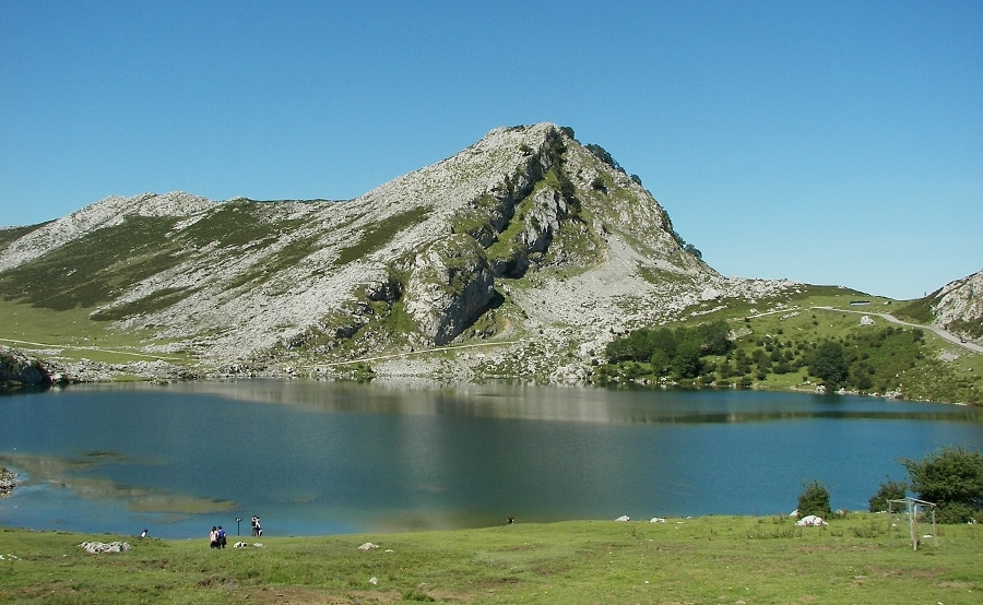 Los mejores destinos para viajar en primavera: Lagos de Covadonga