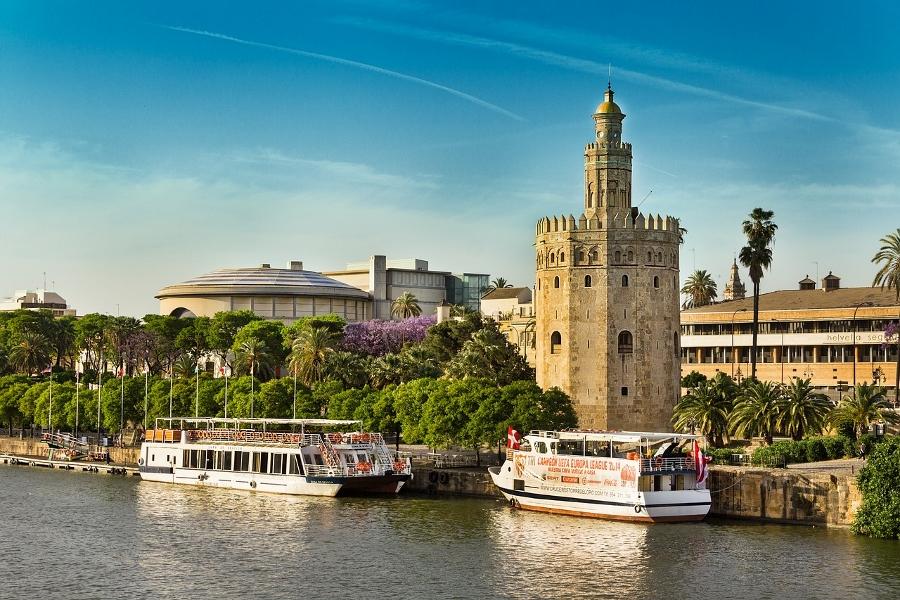 Los mejores destinos para viajar en primavera: Sevilla