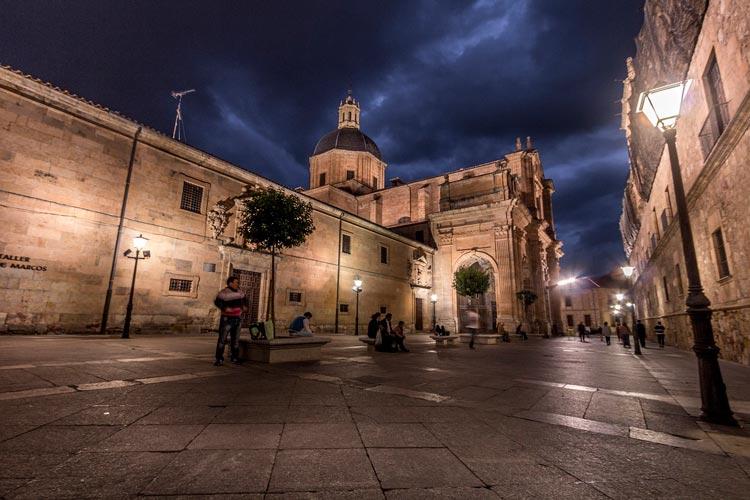 5 ideas originales para organizar despedidas de solteros en Salamanca: gincana urbana