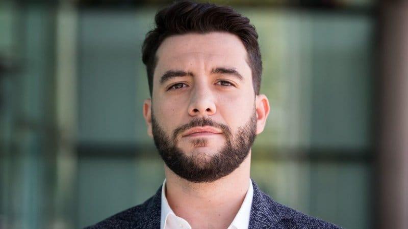 políticos españoles guapos: César Zafra